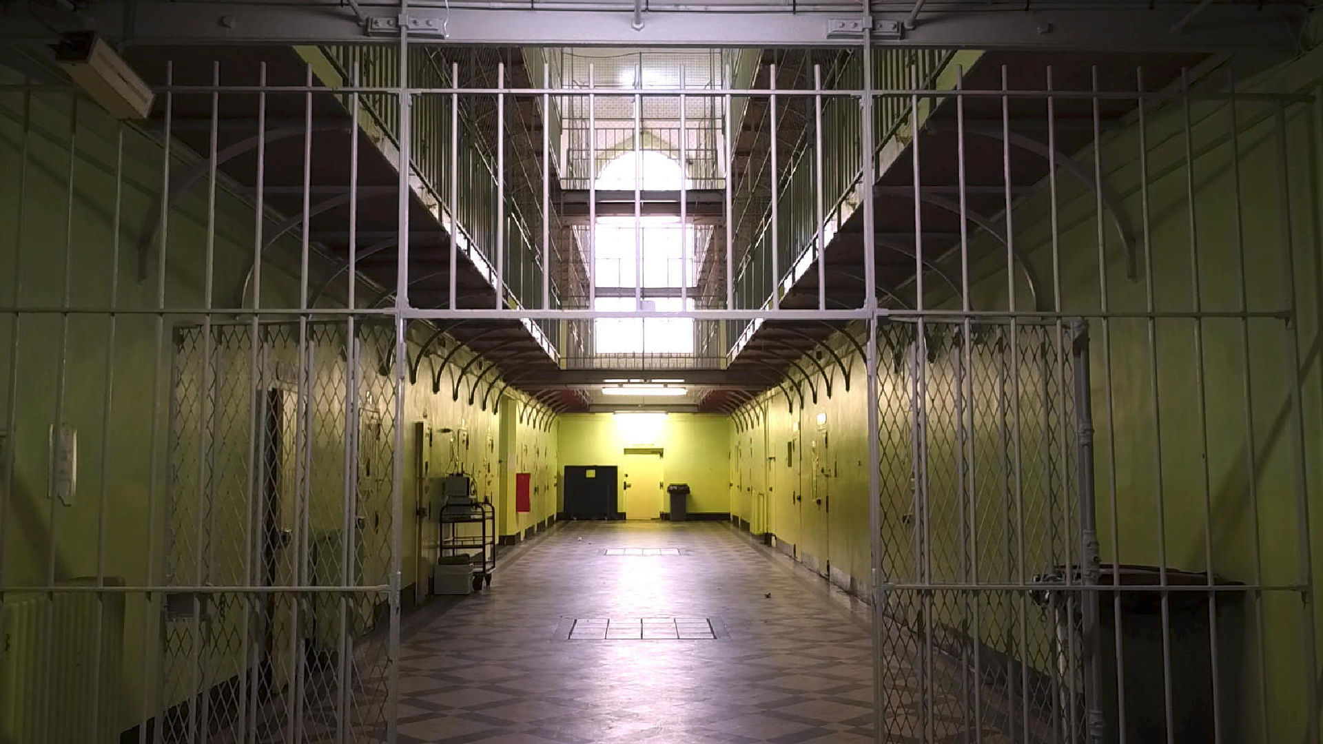 Cliquez ici pour en savoir plus sur EN PRISON POUR RIEN